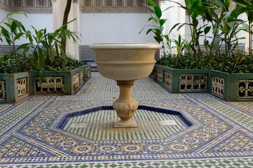 Détail de la fontaine du palais de Bahia de Marrakech