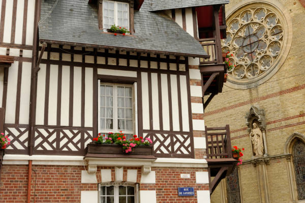 Façades de Trouville en Normandie