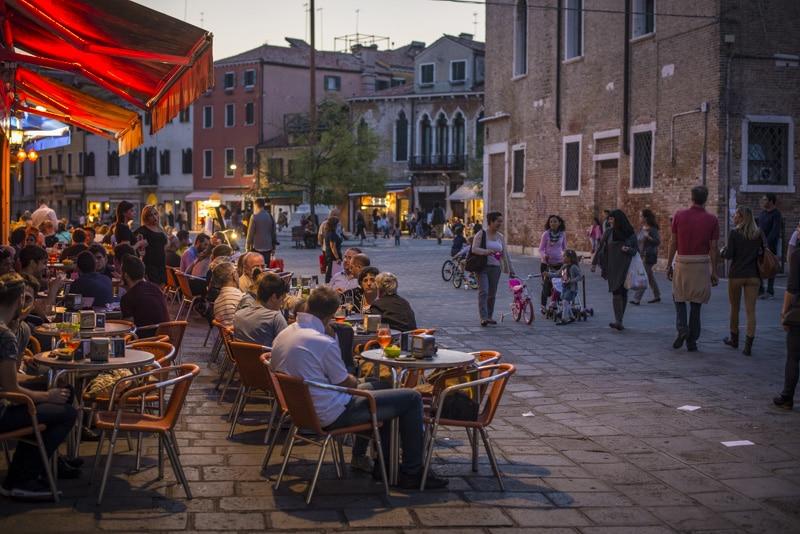 Soirée au Campo San Margherita à Venise