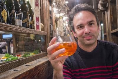 Dégustation d'un spritz apéritif traditionnel à Venise