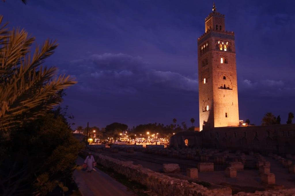 Le minaret de la Koutoubia à la tombée de la nuit