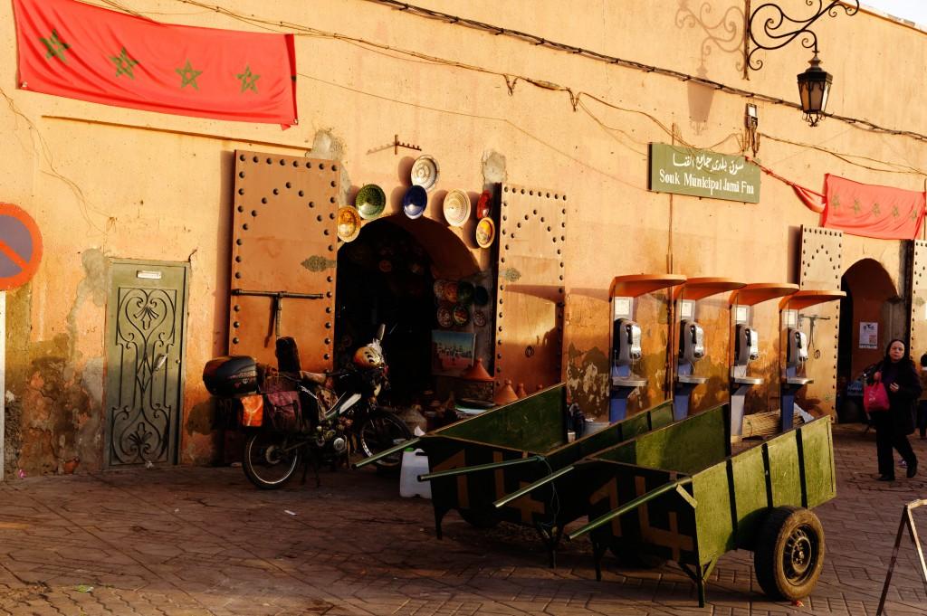 Souk municipal de Marrakech, Place Djeema El Fna