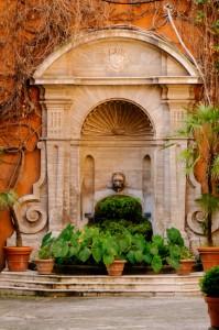 Fontaine dans le centre historique de Rome