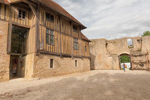 Haute cour du château de Crèvecoeur