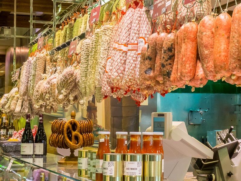 Gastronomie lyonnaise : Saucisson et vin du Beaujolais