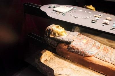 Musée des confluence : sarcophage égyptien