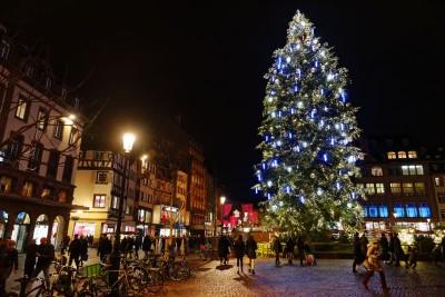 MarchŽé de Noë'l de Strasbourg : Le grand sapin place Kleber