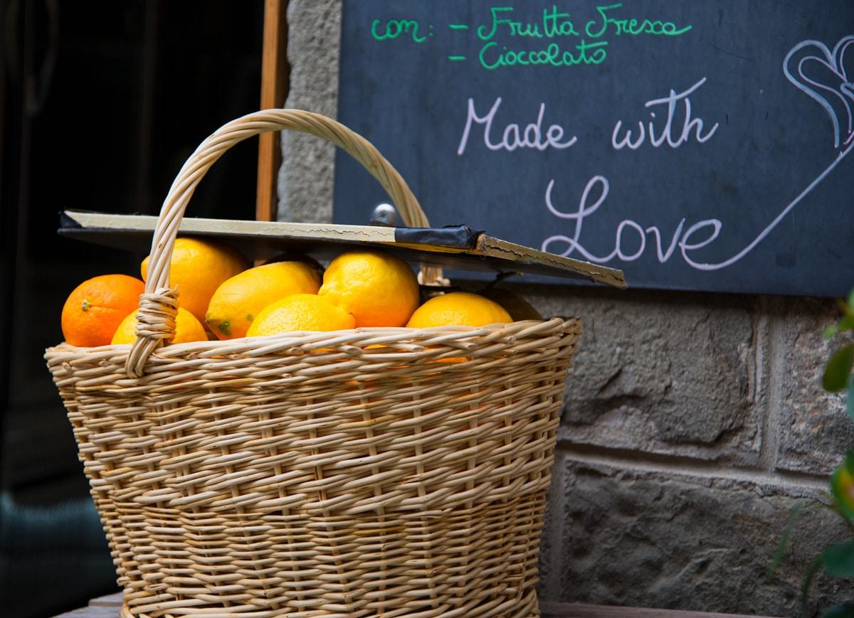 Le citron: spécialité des Cinque Terre en Italie Ligurie