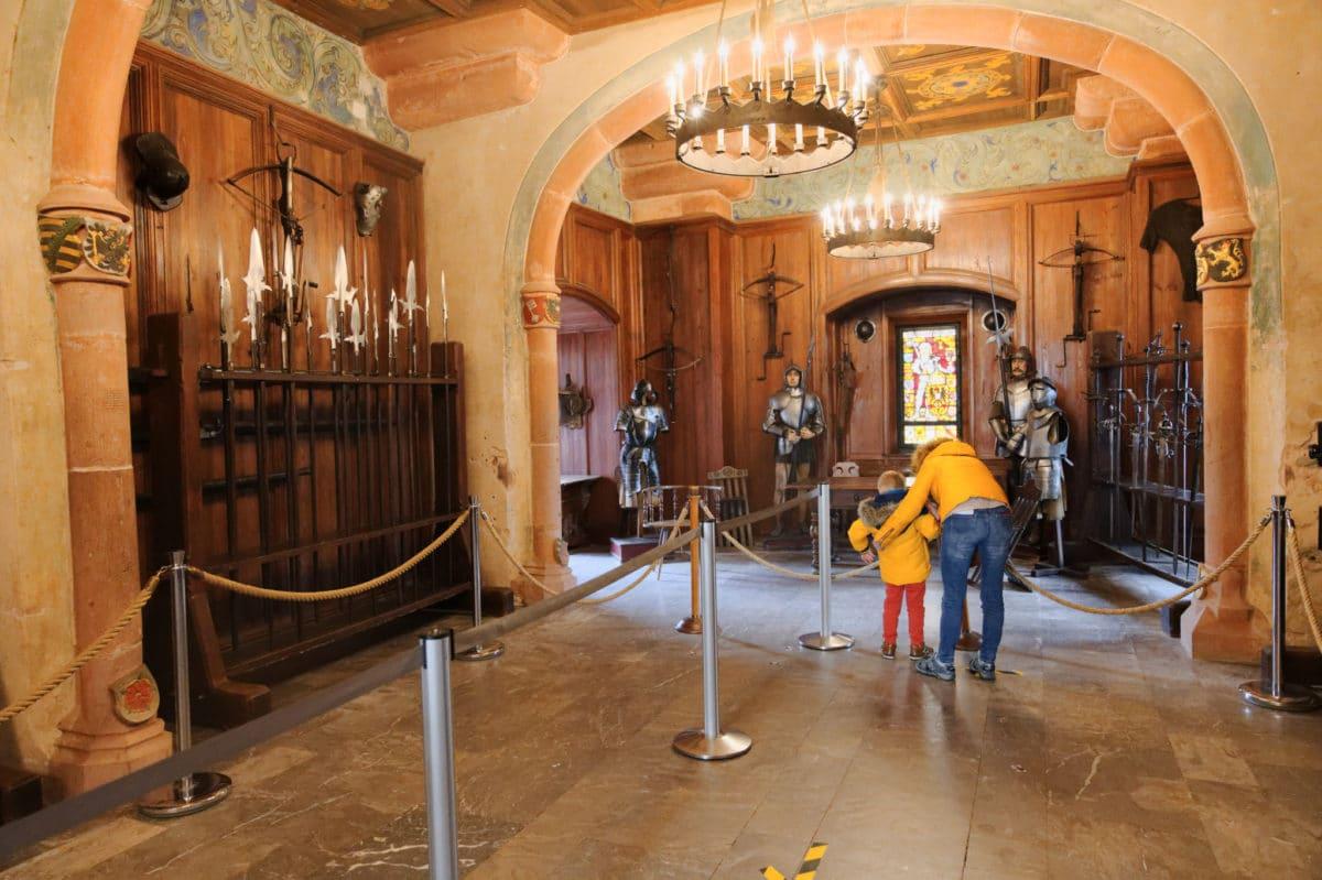 chateau haut-koenigsbourg salle d'arme