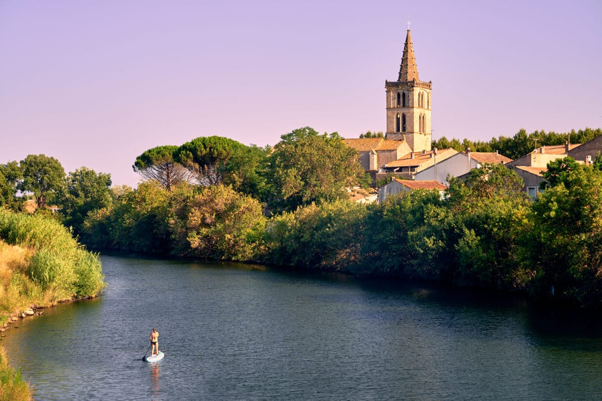 Sérignan, vue sur l'église depuis le pont